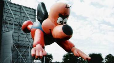 Underdog balloon