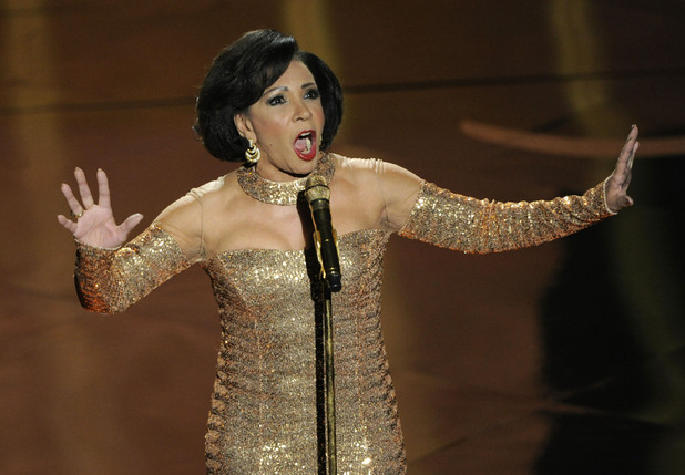 James Bond Oscars Tribute Shirley Bassey Goldfinger