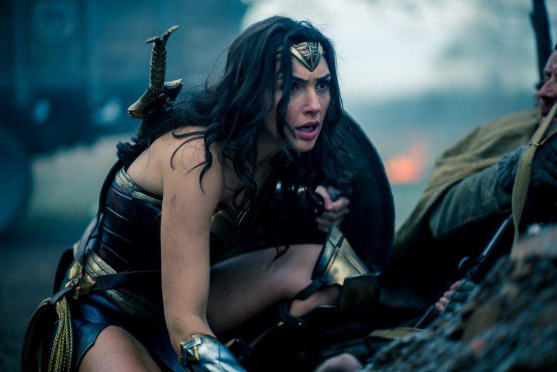Wonder Woman & Justice League Trailers Debut