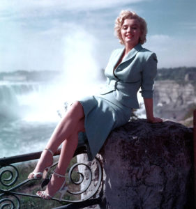 Niagara Falls movie 1953 Marilyn Monroe beautiful sexy legs hot publicity photo