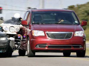 Kidnap 2017 Halle Berry minivan car crash