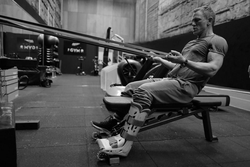Daniel Craig exercising James Bond 25 ankle injury