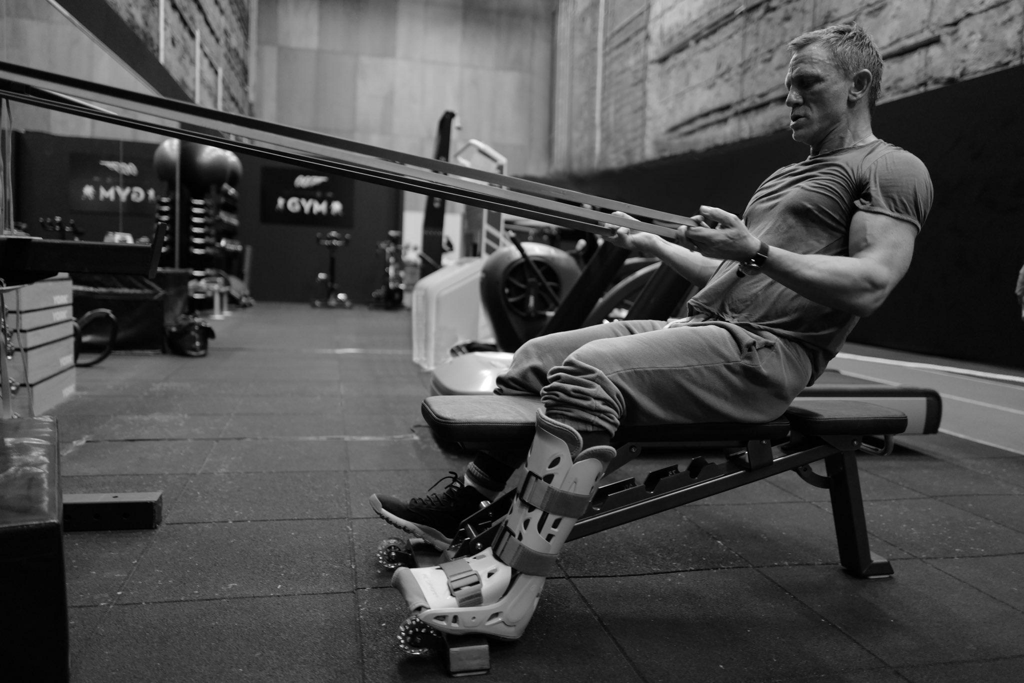 Despite Problems Bond 25 Keeps Filming – & Daniel Craig Is Looking Fit