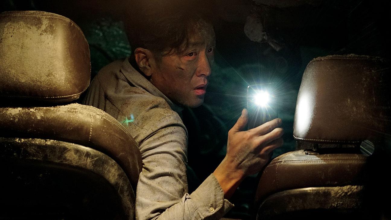 Tunnel 2016 disaster survival Korean movie