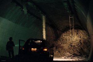 Tunnel 2016 disaster survival drama Korean film movie