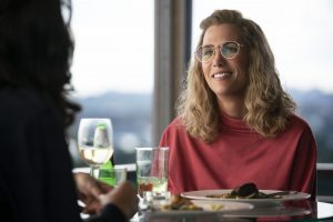 Kristen Wiig Wonder Woman 1984 geek glasses