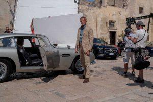 No-Time-To-Die-filming-Daniel-Craig-behind-scenes