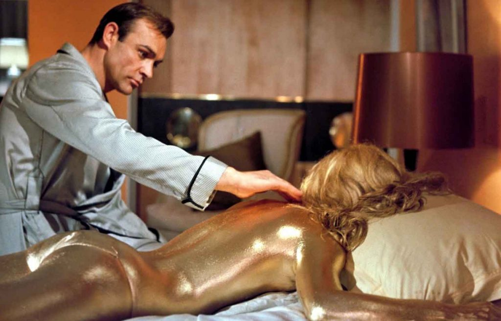 Sean-Connery-in-Goldfinger-1964-James-Bond-gold-girl