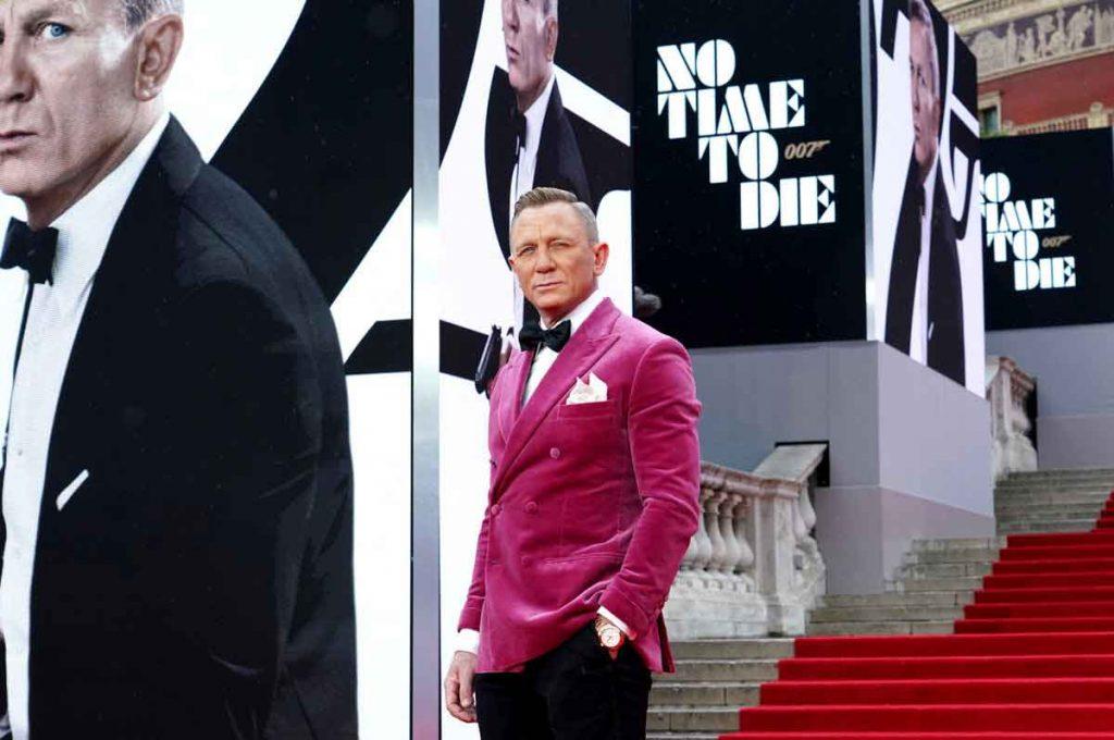 Daniel-Craig-No-Time-To-Die-premiere-red-jacket